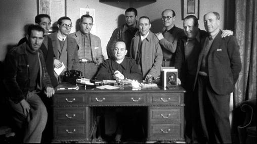 El «Ángel Rojo», junto a varios líderes de la época