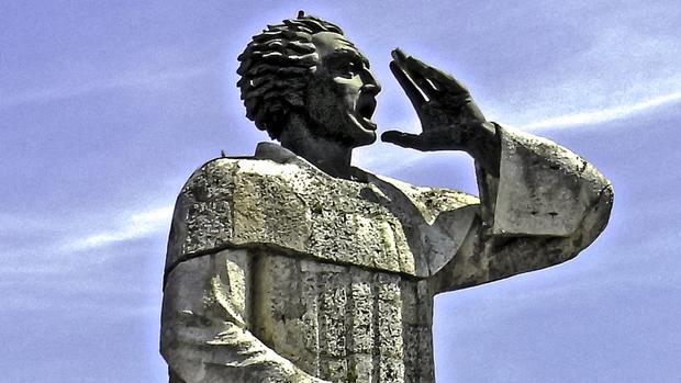Estatua de Fray Montesinos, en el paseo marítimo Malecón de la ciudad de Santo Domingo