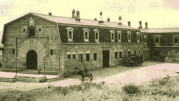 Imagen del Parador de Gredos en 1930, donde tuvieron lugar las Conversaciones Católicas a mediados de siglo