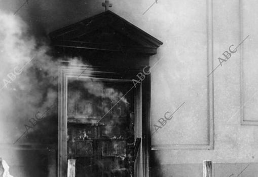 La iglesia de los Jesuitas arde por culpa de un grupo de exaltados