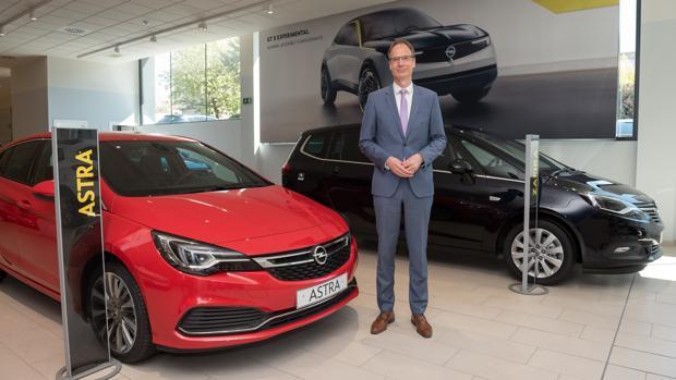 Lohscheller, en Madrid junto a varios modelos de Opel