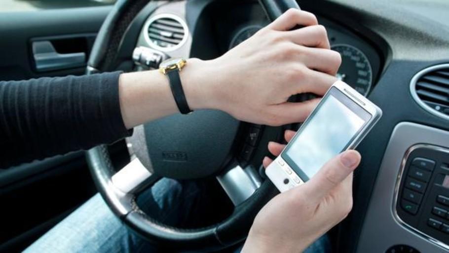 Los conductores españoles se distraen el doble con el móvil que americanos, franceses o ingleses