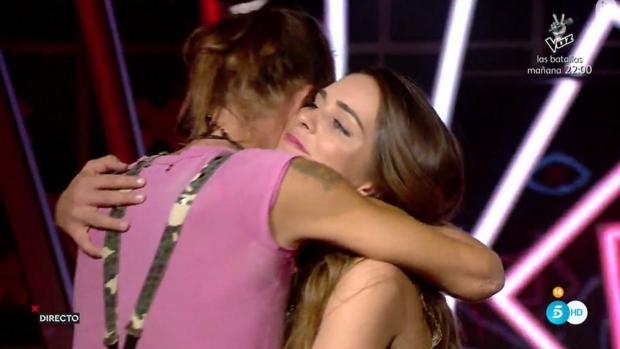 Laura se abraza a Mayco tras conocer que debía abandonar Gran Hermano