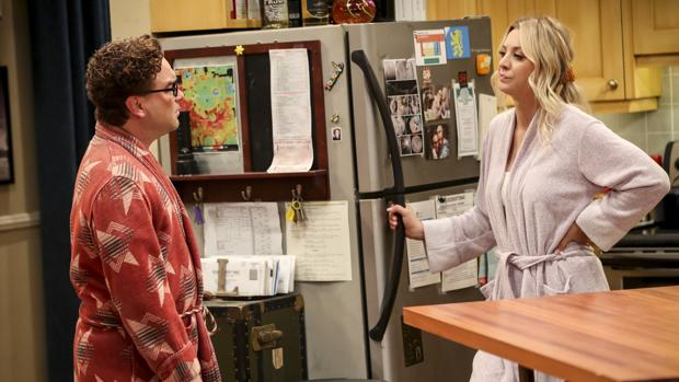 Johnny Galecki y Kaley Cuoco, en «The Big Bang Theory»