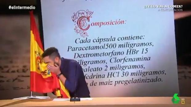 Momento en que Dani Mateo se limpia la nariz con la bandera de España