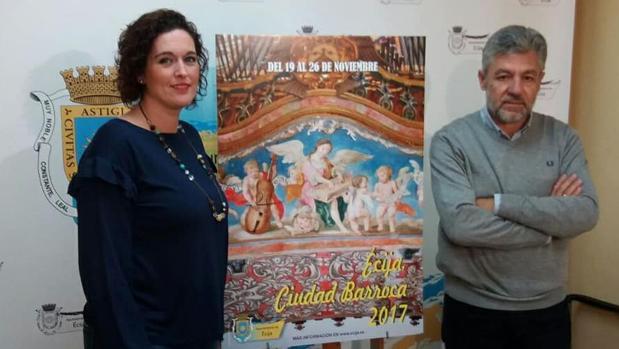 Verónica Alhama, delegada de Cultura, y Juan Prieto, técnico del área