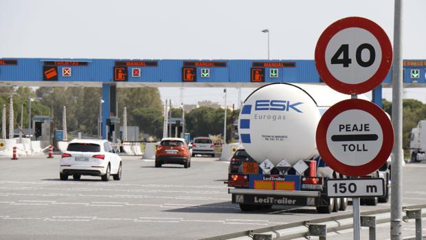 Las tarifas del peaje de la autopista entre Cádiz y Sevilla subirán un 2% en enero de 2018