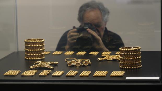 Las 21 piezas de oro de 24 quilates que componen el tesoro del Carambolo