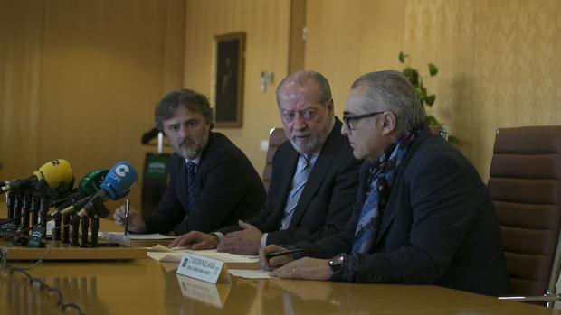 José Fiscal, Fernando Rodríguez Villalobos y Joaquín Páez, durante la rueda de prensa