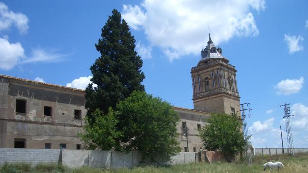El deterioro del monasterio es más que evidente desde el exterior