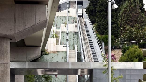 La escalera que une la estación del metro de San Juan Bajo con el barrio del Monumento