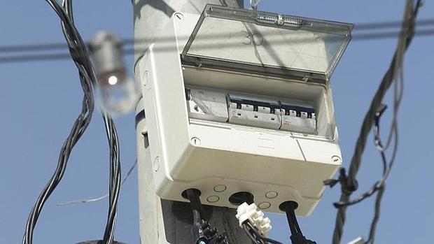 El alcalde de Lora avisa del «sabotaje» intencionado de cuadros eléctricos del alumbrado público