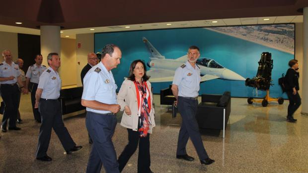 La ministra Margarita Robles este miércoles durante la vista que realizó a la Base Aérea de Morón