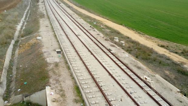 En las obras del tranvía de Alcalá han llegado a llevarse cientos de metros de vías