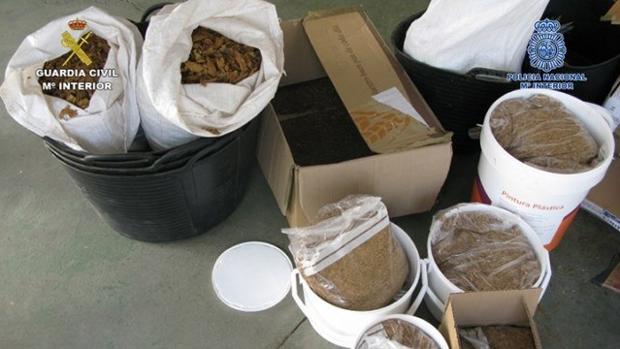Parte de la mercancía intervenida durante la operación policial