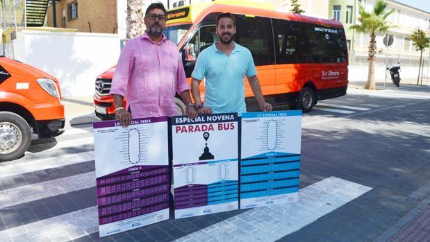 El alcalde de Utrera y el delegado de Seguridad Ciudadana muestran los recorridos del autobús en feria