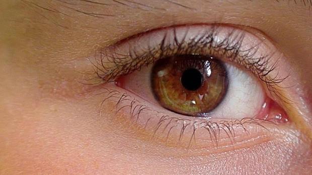 Una lente acomodativa desarrollada por investigadores del CSIC imita al cristalino