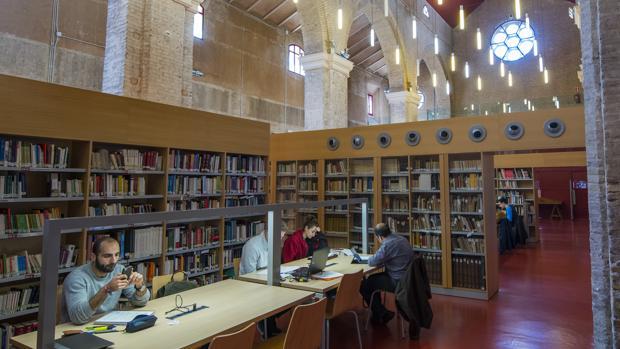 Una de las salas de lectura de Santa Lucía