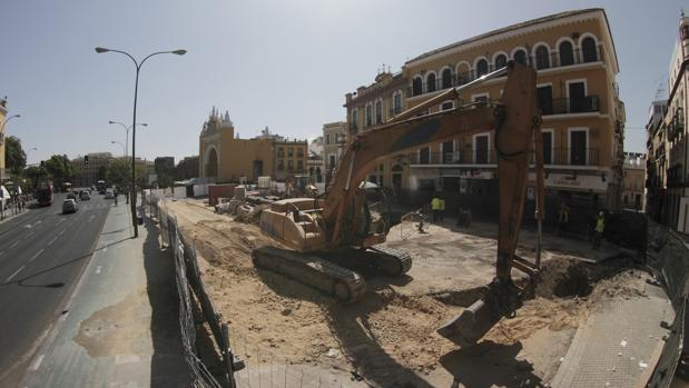 Obras de reurbanización ante la Basílica de la Macarena