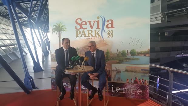 Los promotores de Sevila Park, Manuel Saucedo y Xavier Bartrolí, presentando el proyecto