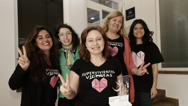 Ana Bella Estévez junto a varias de sus colaboradoras