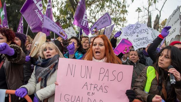 Manifestación feminista en la Plaza Nueva este lunes