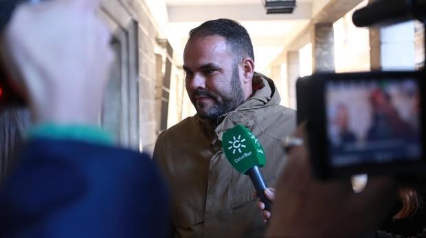 José Antonio Ávalo, padre del niño muerto en la cacería, a a la llegada a los juzgados