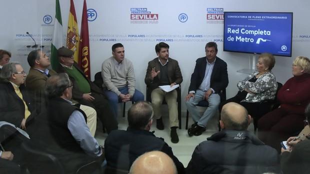 Beltrán Pérez se reunió con 40 asociaciones vecinales antes de acudir al Pleno municipal