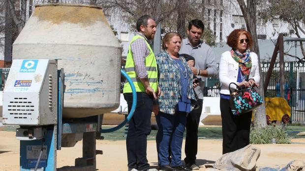 Renovación de la Plaza de los Amarres del sector 10 de Sevilla Este con más zonas ajardinadas, árboles, áreas infantiles y aparatos biosaludables.