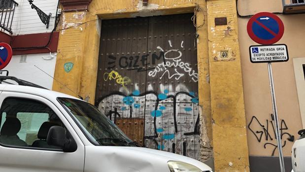 Estado en el que se encuentra la puerta principal del convento de Santa Clara