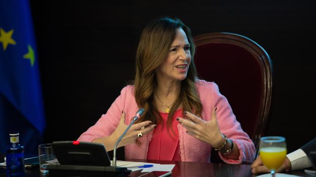 Teresa Jiménez-Becerril en la Cámara de Comercio