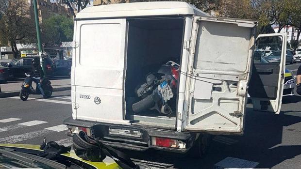 La motocicleta, una vez recuperada por la Policía Local de Sevilla