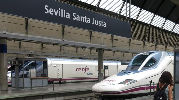 Trenes AVE, en la estación de Santa Justa