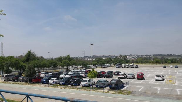 Panorámica del aparcamiento ilegal junto al Charco de la Pava clausurado por la Policía Local