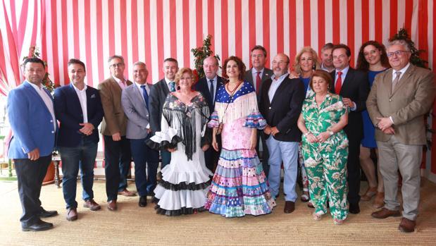 Alcaldes de la provincia con la ministra Montero y el presidente de la Diputación en el centro