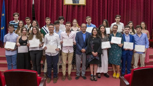 El rector de la Universidad de Sevilla, Miguel Ángel Castro, presidió el acto de entrega de premios