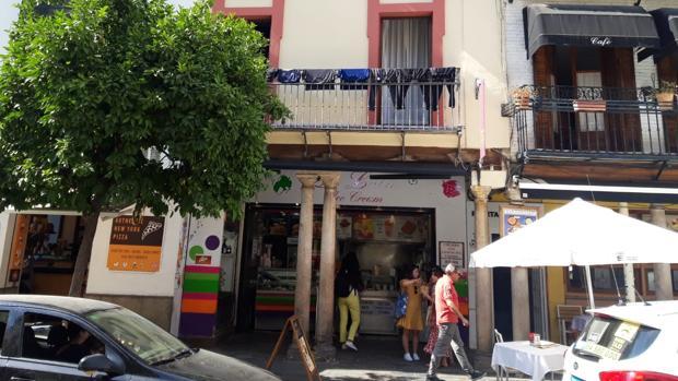 Balcón de la calle Alemanes con ropa puesta a secar