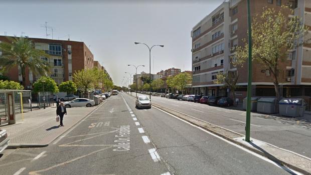 El conductor se estrelló contra un VTC en un paso de peatones en la calle Doctor Fedriani