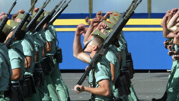 Un grupo de legionarios desfilando