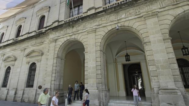 El Ayuntamiento de Sevilla aprueba una convocatoria de oposiciones de cerca de un centenar de plazas