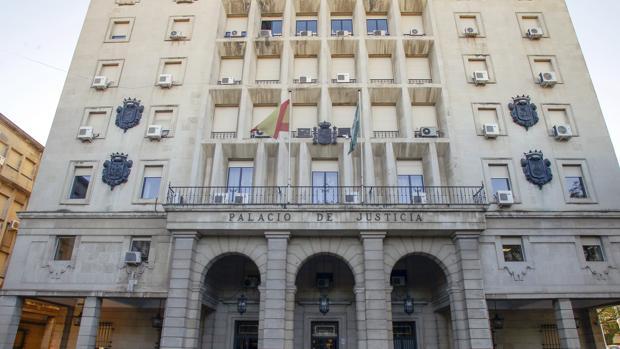 La Audiencia de Sevilla ha acogido este miércoles el juicio contra los tres acusados de la estafa