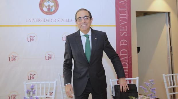 El rector de la Hispalense, Miguel Ángel Castro