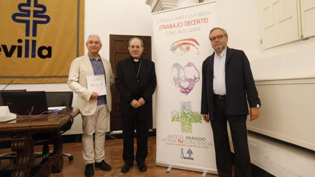 Monseñor Asenjo junto a Diego Márquez y Mariano Pérez Ayala