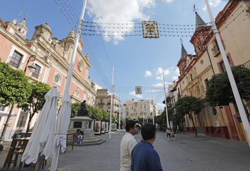 Alumbrado instalado en la Plaza del Salvador