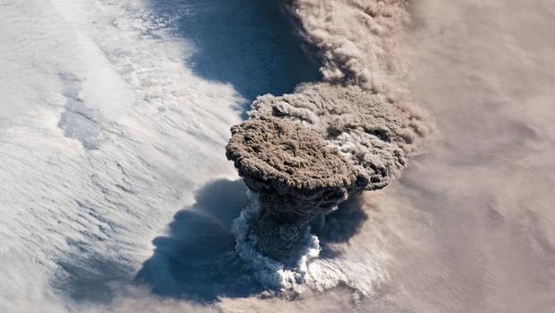 Volcán Raikoke visto desde el espacio