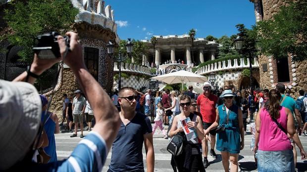 El Parque Güell, en Barcelona, lleno de turistas